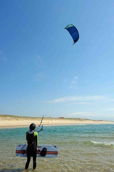 preparing-the-waterstart-kiteland-kitesurf-school-landes